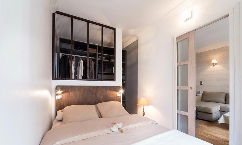 Варианты дизайна узкой комнаты с окном