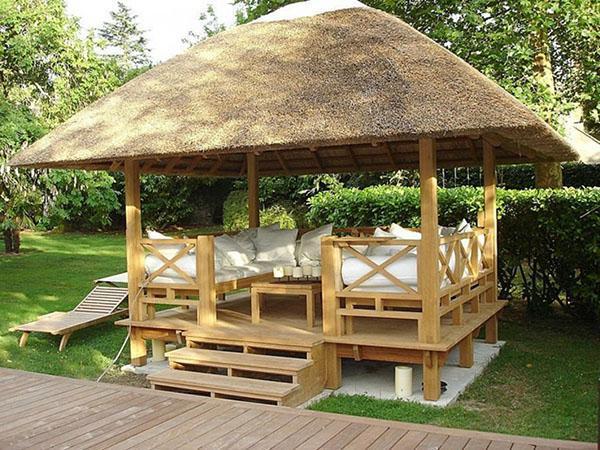 Беседки из дерева (128 фото): деревянные резные садовые постройки с мангалом, беседка-бочка под старину - просто и красиво