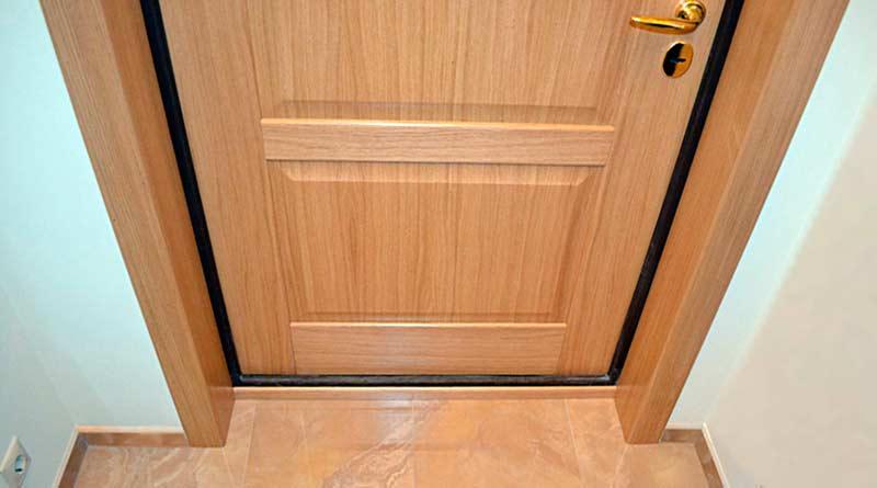 отделка входной двери снаружи