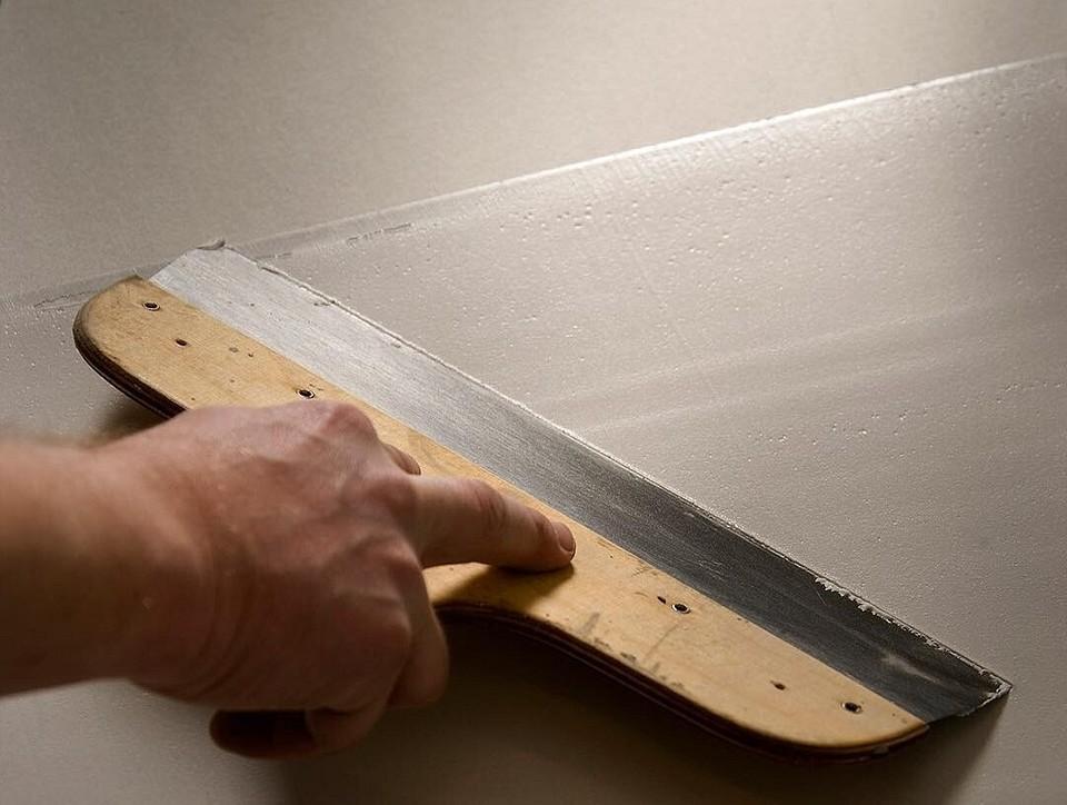 чем зачищать шпаклевку на стенах