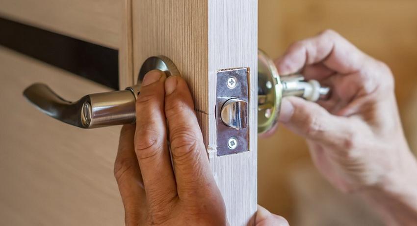 Руководство по установке различных типов дверных ручек. как правильно установить ручку на межкомнатную дверь: инструкция