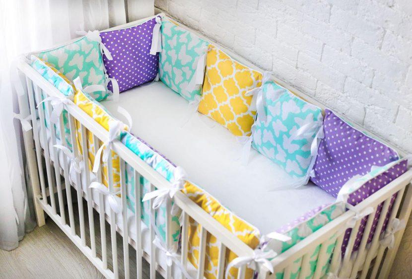 Бортики в кроватку для новорожденных и малышей постарше своими руками