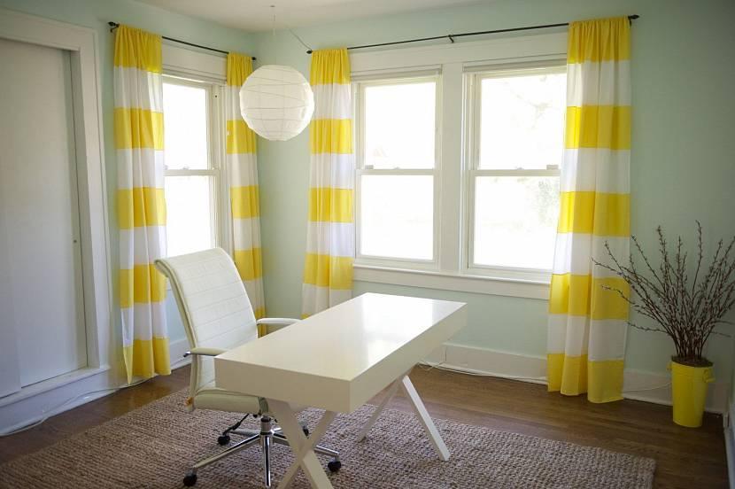 Желтые шторы (37 фото): занавески в интерьере на кухне и в гостиную, желто-фиолетовые и желто-зеленые решения, яркие и светлые