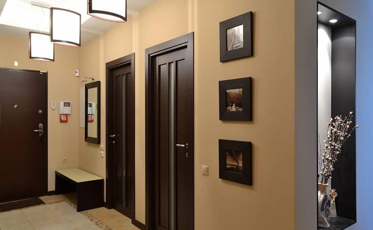 Темные и серые двери в интерьере: 35 фото основных оттенков