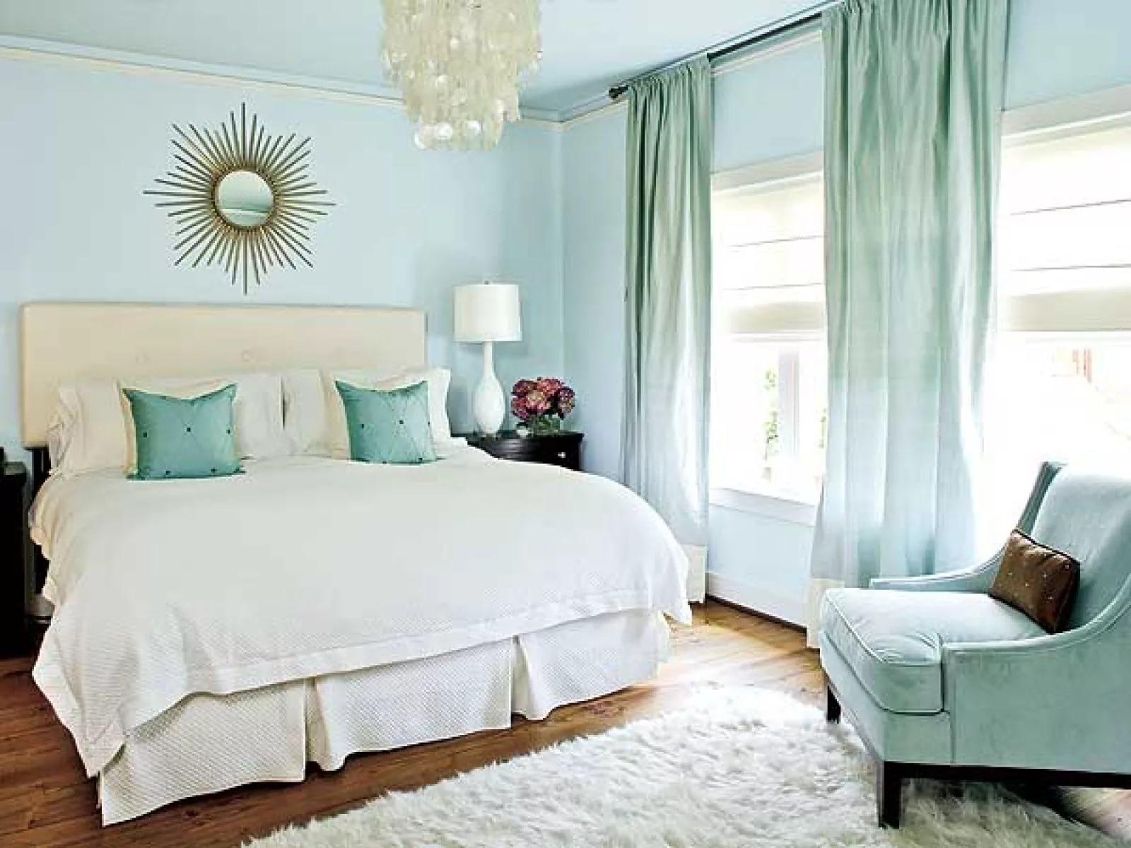 Серые шторы в интерьере гостиной (60 фото): бело-серебристые шторы в зале, серо-бирюзовые, серо-голубые, серо-бежевые комбинации в шторах
