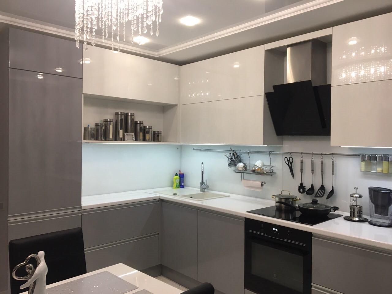 Кухня площадью 14 кв. м: что и куда поставить?