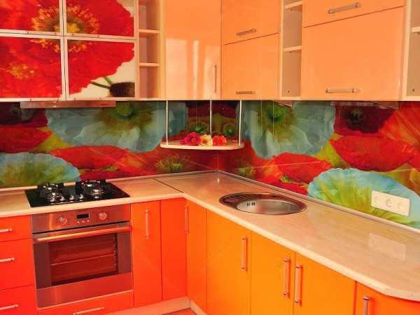 Все о стеклянных фартуках для кухни — от скинали до оргстекла