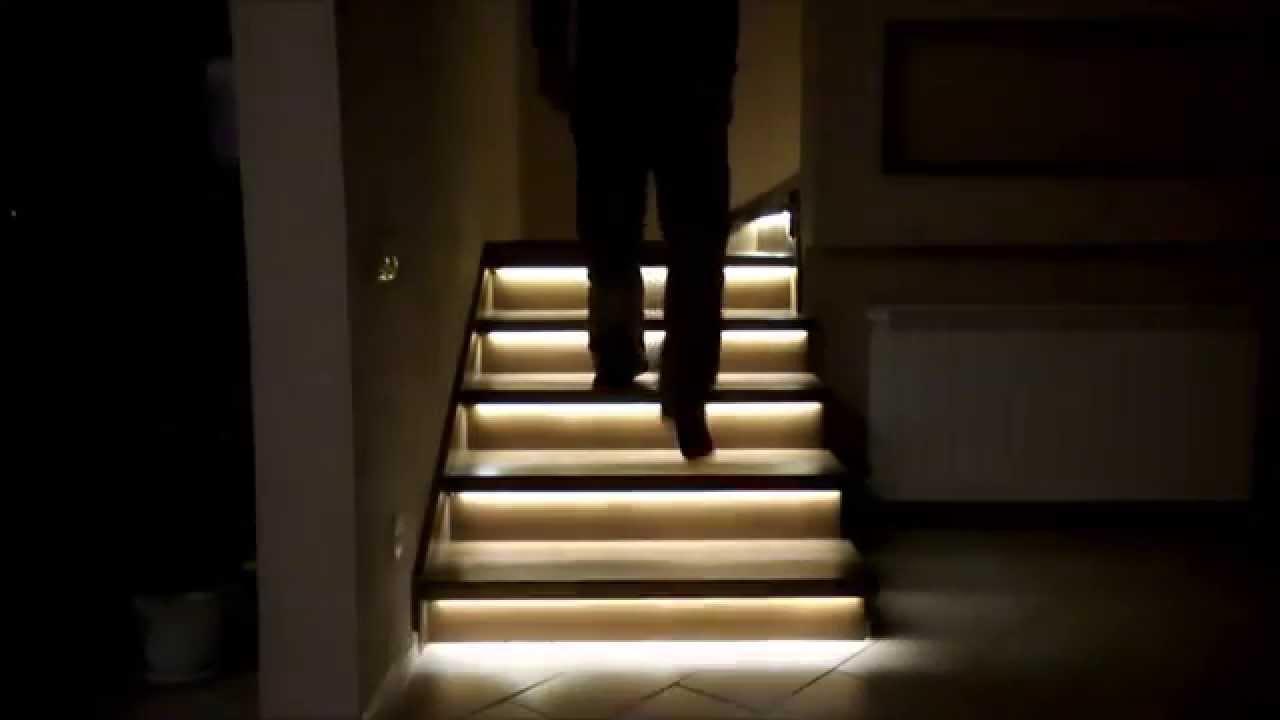 Светильники для лестницы (74 фото): варианты  подсветки ступеней в частном доме, светодиодное освещение с датчиками движения