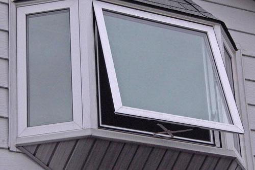 Почему плачут окна в частном доме: причины образования влажности