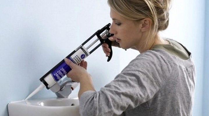 Как убрать силиконовый герметик с кафельной плитки в домашних условиях: эффективные способы и средства