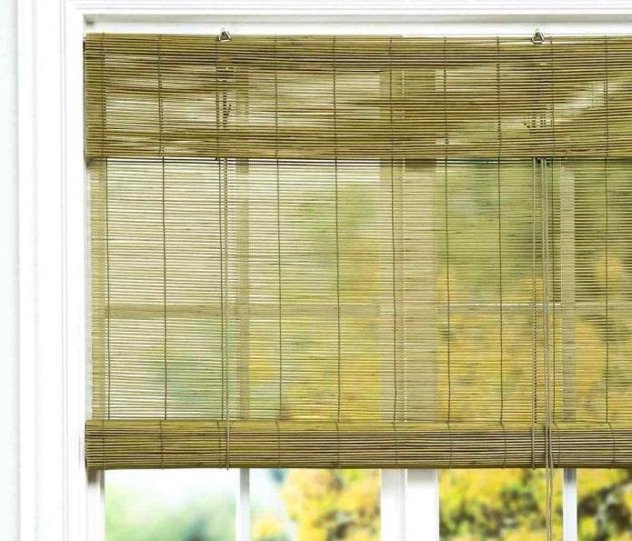 Бамбуковые занавески на дверных проёмах: безмятежность востока в современных интерьерах