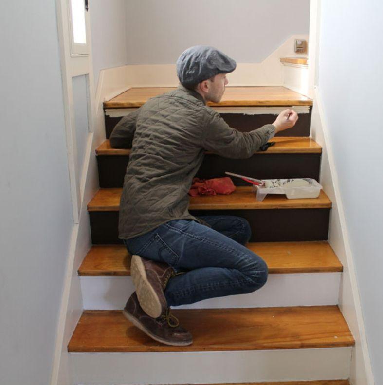 чем покрасить деревянную лестницу