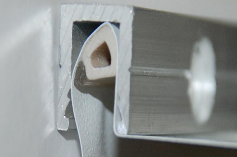 Критерии выбора багета для натяжного потолка