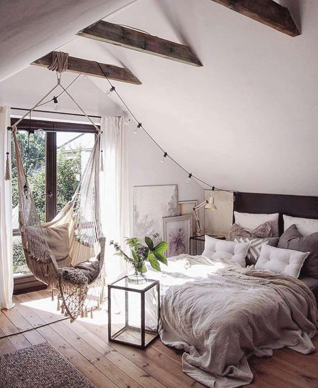 спальня на мансарде в деревянном доме