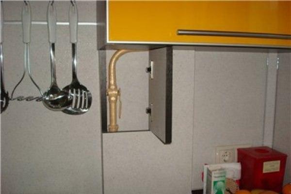 как задекорировать газовую трубу на кухне