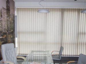 Как постирать вертикальные жалюзи в домашних условиях (16 фото): как снять для стирки тканевые модели и правильно стирать ламели