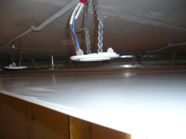 Сколько высоты съедает натяжной потолок в комнате после установки?