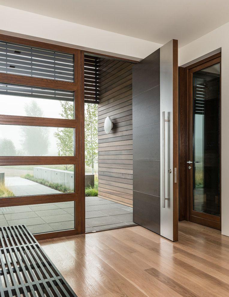Входная пластиковая дверь со стеклом - цена, виды и установка