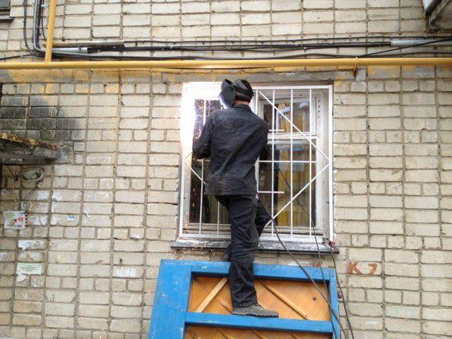 решетка на окнах