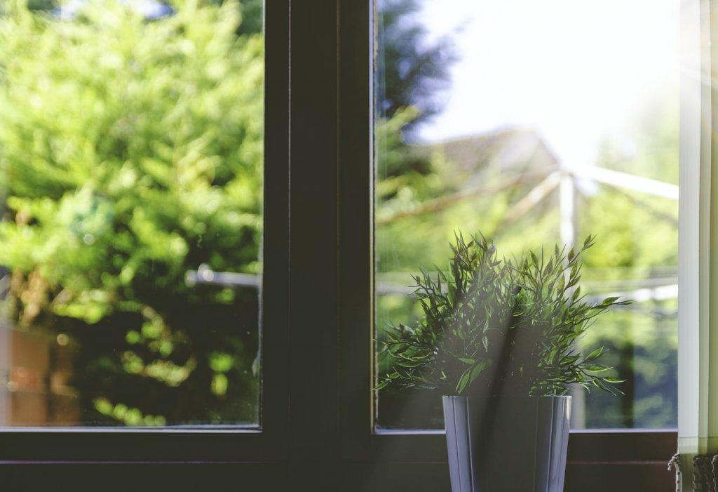 Какие пластиковые окна лучше: виды оконных профилей и правила выбора стеклопакета