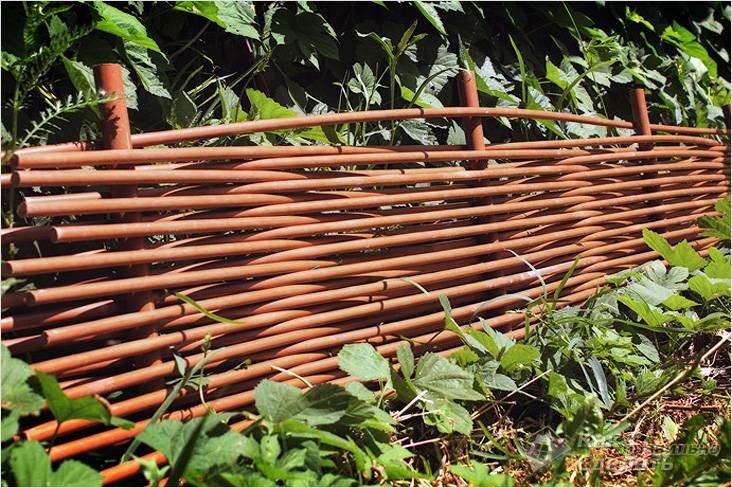 Плетеный забор в дизайне участка: как сделать и украсить плетень