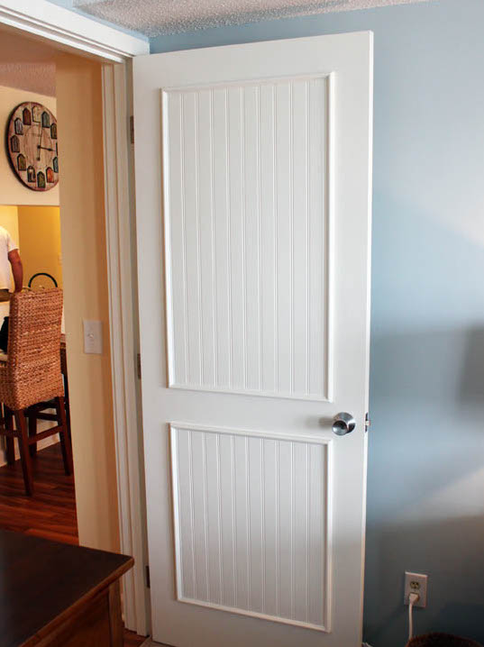 Бюджетный ремонт: 8 способов обновить межкомнатную дверь и не разориться