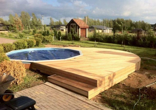 Как выбрать противоскользящее покрытие для бассейна?