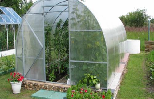 Теплицы из поликарбоната 3х6 (35 фото): чертежи и размеры, схема посадки помидоров и огурцов. как обустроить их внутри? инструкция по сборке и раскрой