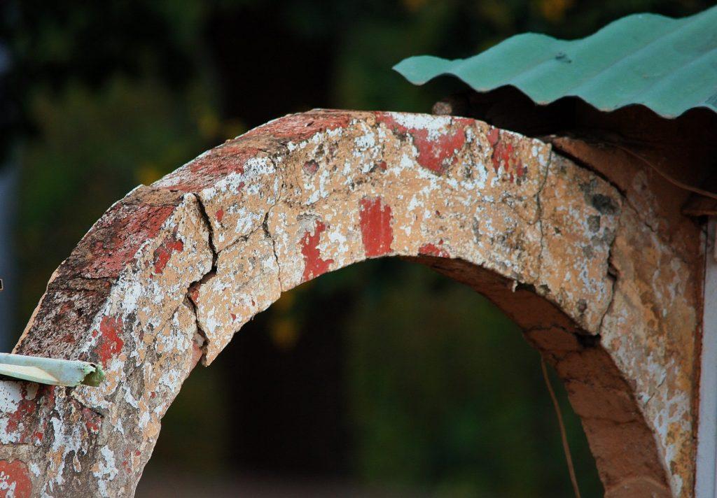 Отделка арки декоративным камнем: универсальное решение для межкомнатных проемов