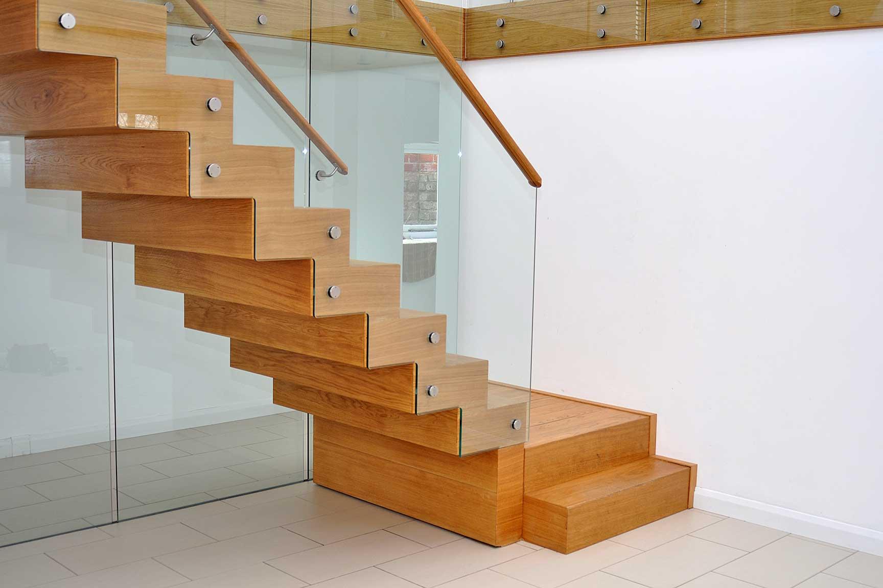 Монтаж лестниц: изготовление и установка, устройство конструкции, как собрать самостоятельно, инструкция по креплению изделия к перекрытию