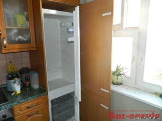 3 способа встроить обычный холодильник в кухню