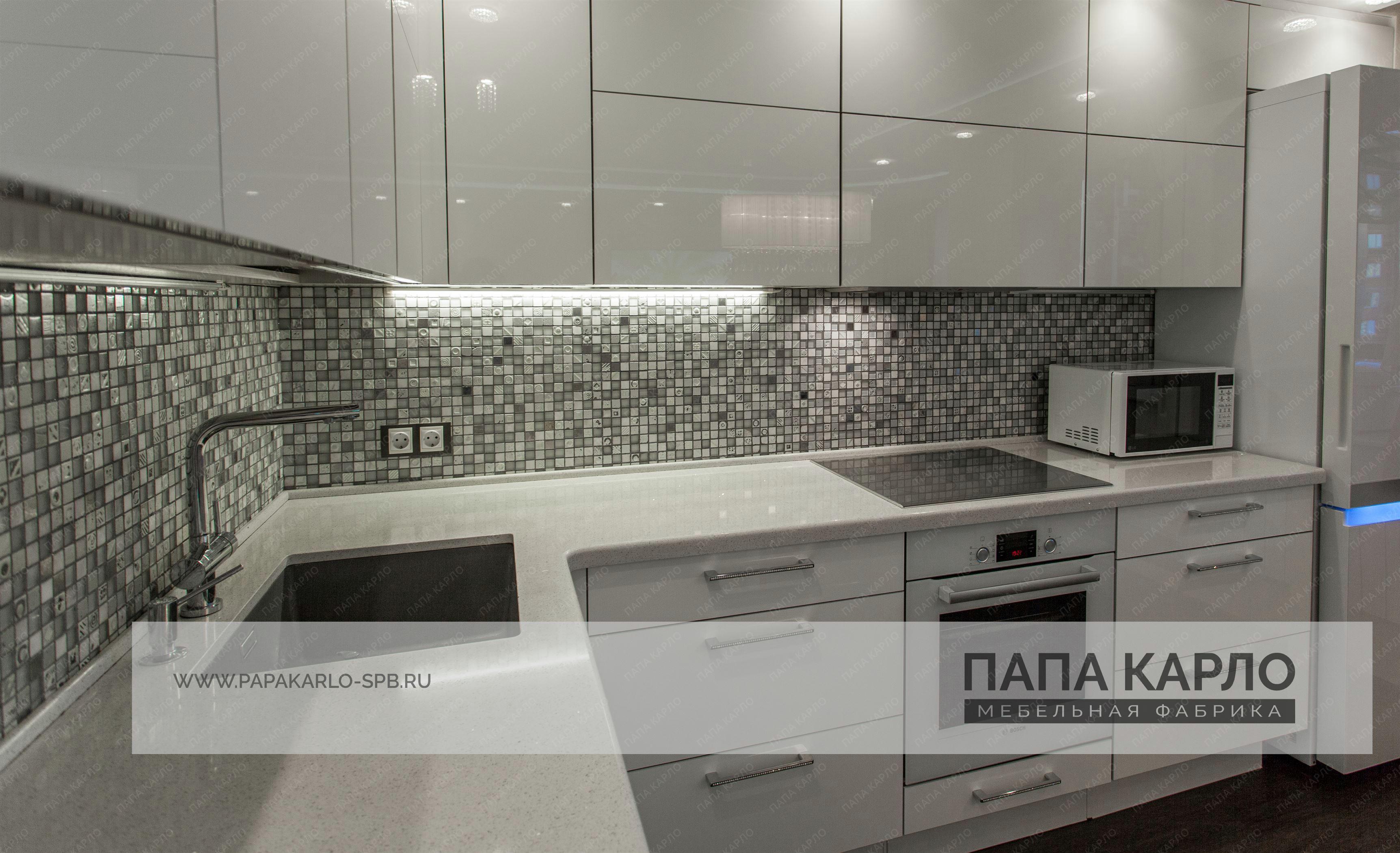 кухня с белым гарнитуром
