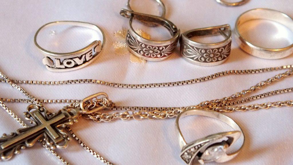 чистка серебряных украшений в домашних условиях