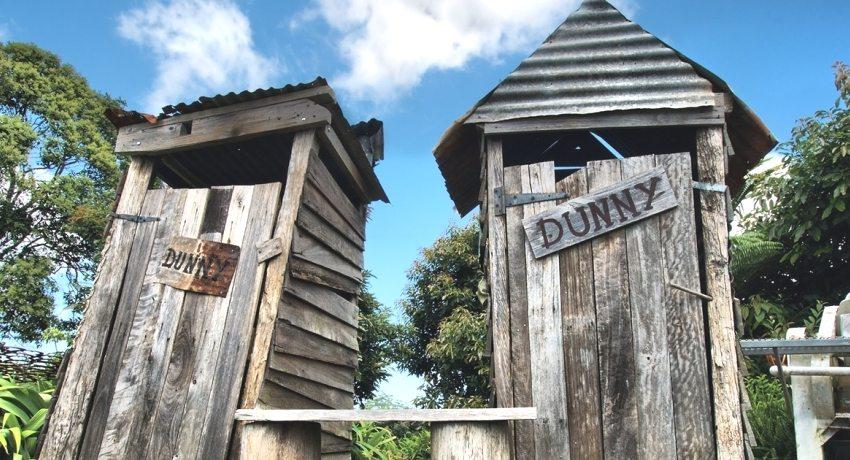 Строительство туалета со сливом на даче