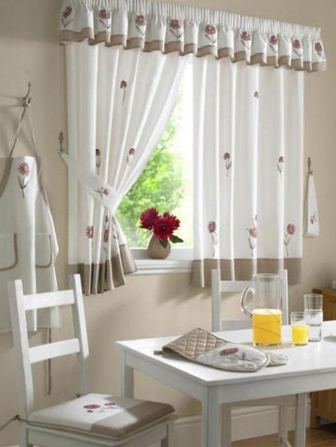 Длинные шторы на кухню - 42 фото с современным дизайном