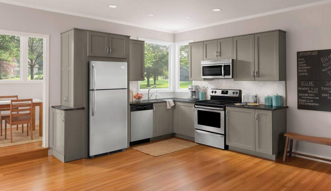 Обычный холодильник в шкафу: плюсы и минусы встраивания