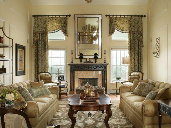 Дизайн гостиной комнаты с двумя окнами на одной стене, разных стенах и с простенком: интерьер зала и планировка, расстановка мебели  - 30 фото