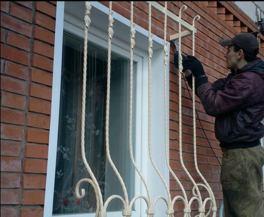 Прозрачные решетки на окна: фото, видео, достоинства и недостатки
