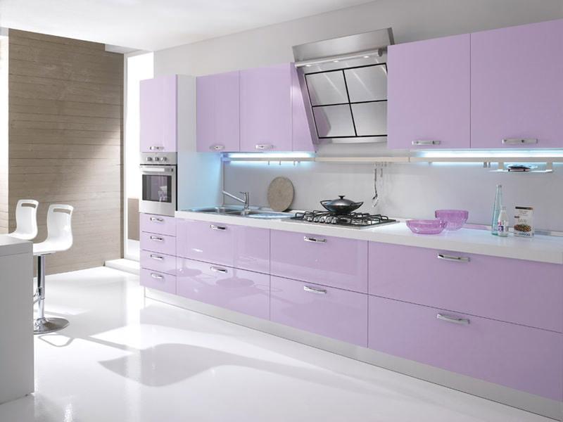 Дизайн фиолетовой кухни: основные оттенки, популярные сочетания, особенности выбора