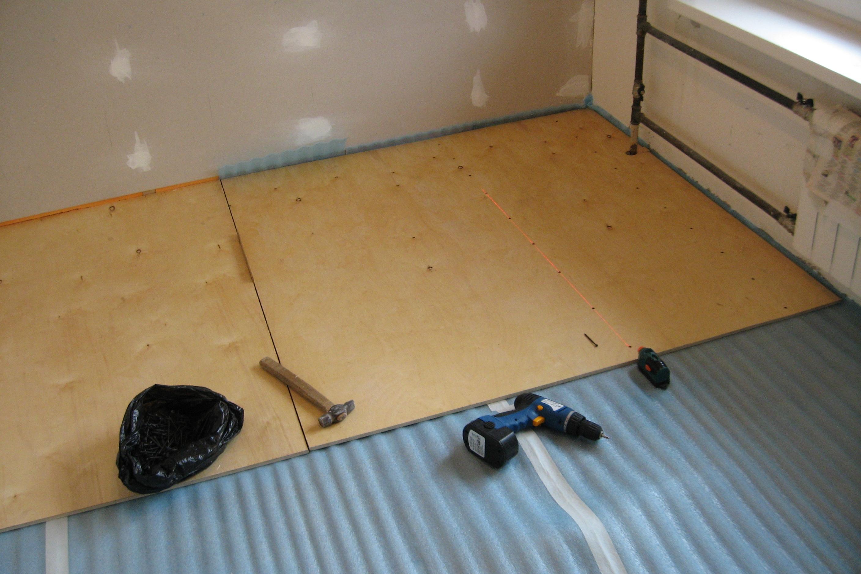 Плитка на фанеру на пол: чем приклеить напольную плитку, как закрепить, уложить, фото и видео