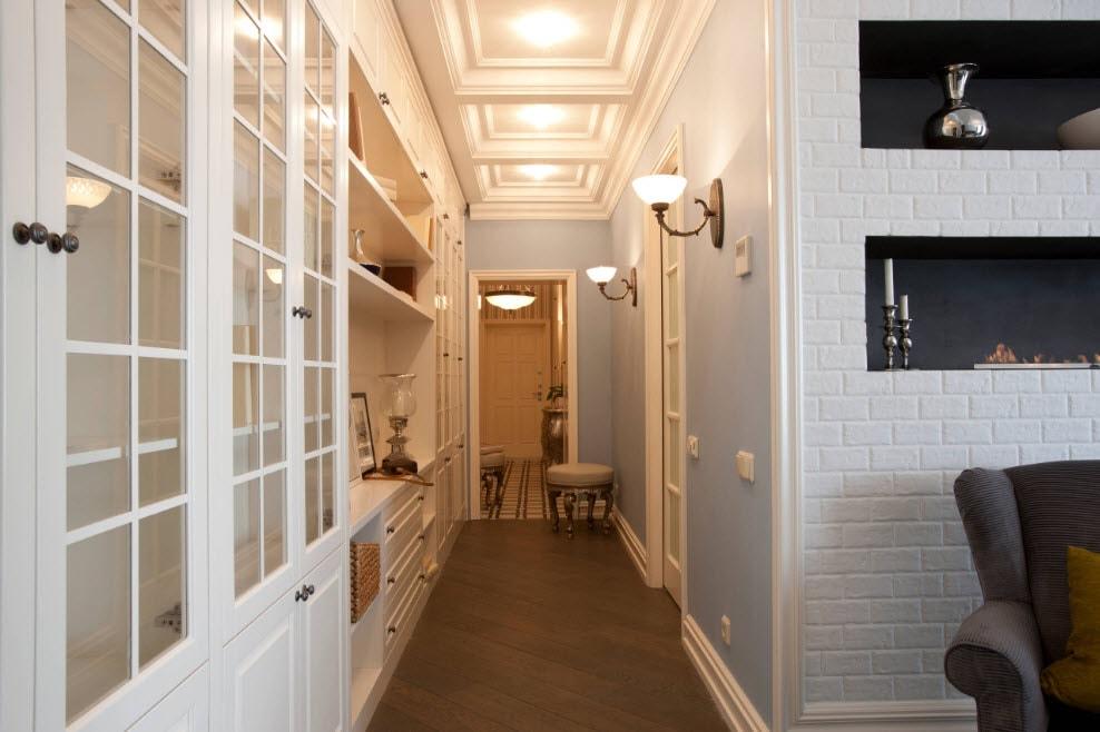 Интересные варианты дизайна холла с лестницей в частном доме — освещаем подробно