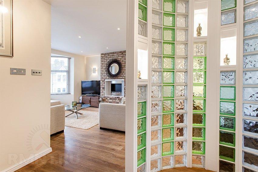 Красивое решение — стеклянные блоки для перегородок и душевых кабин
