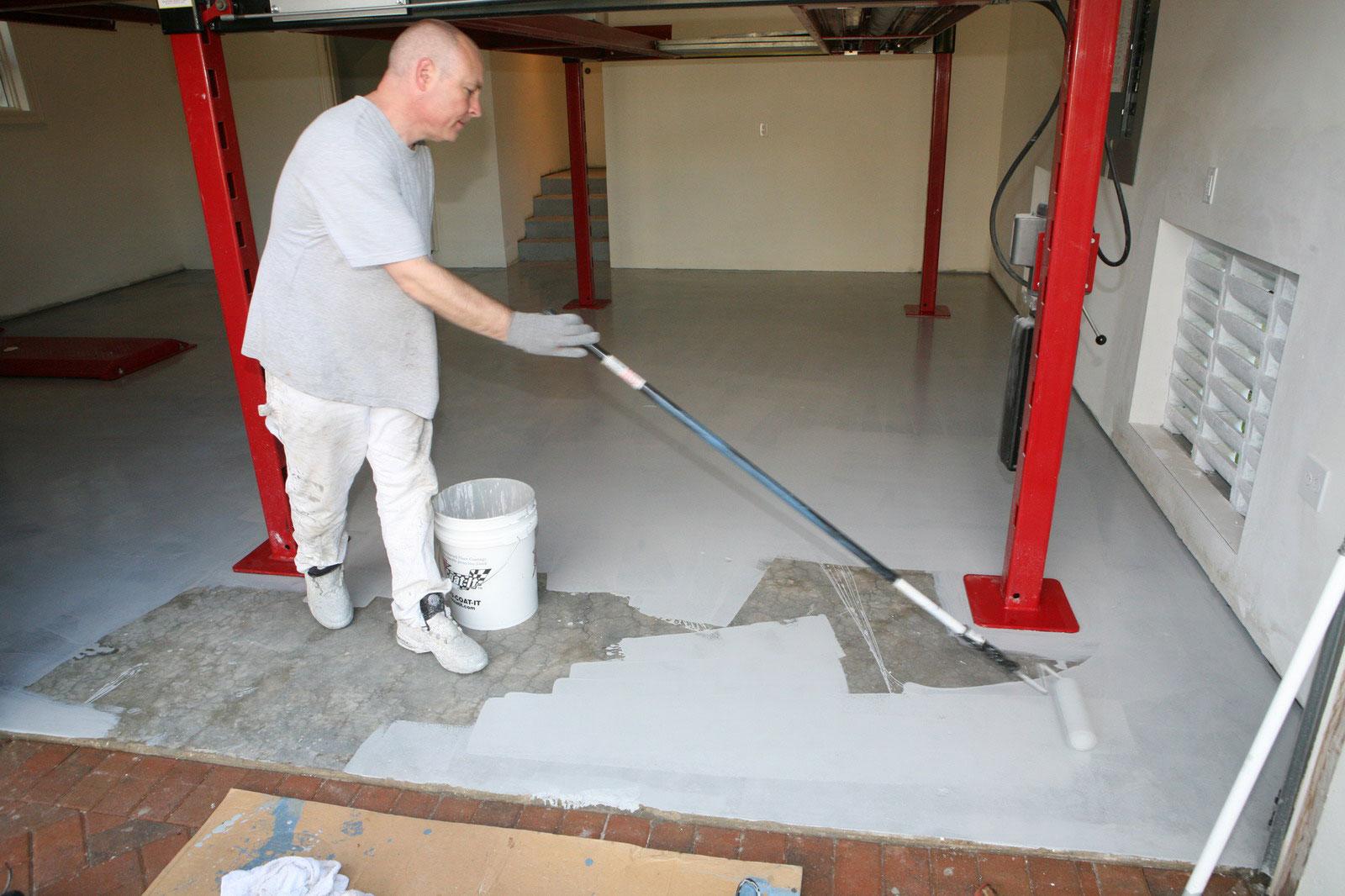 Чем покрыть бетонный пол в гараже, чтобы не пылил: какие материалы лучше и дешевле