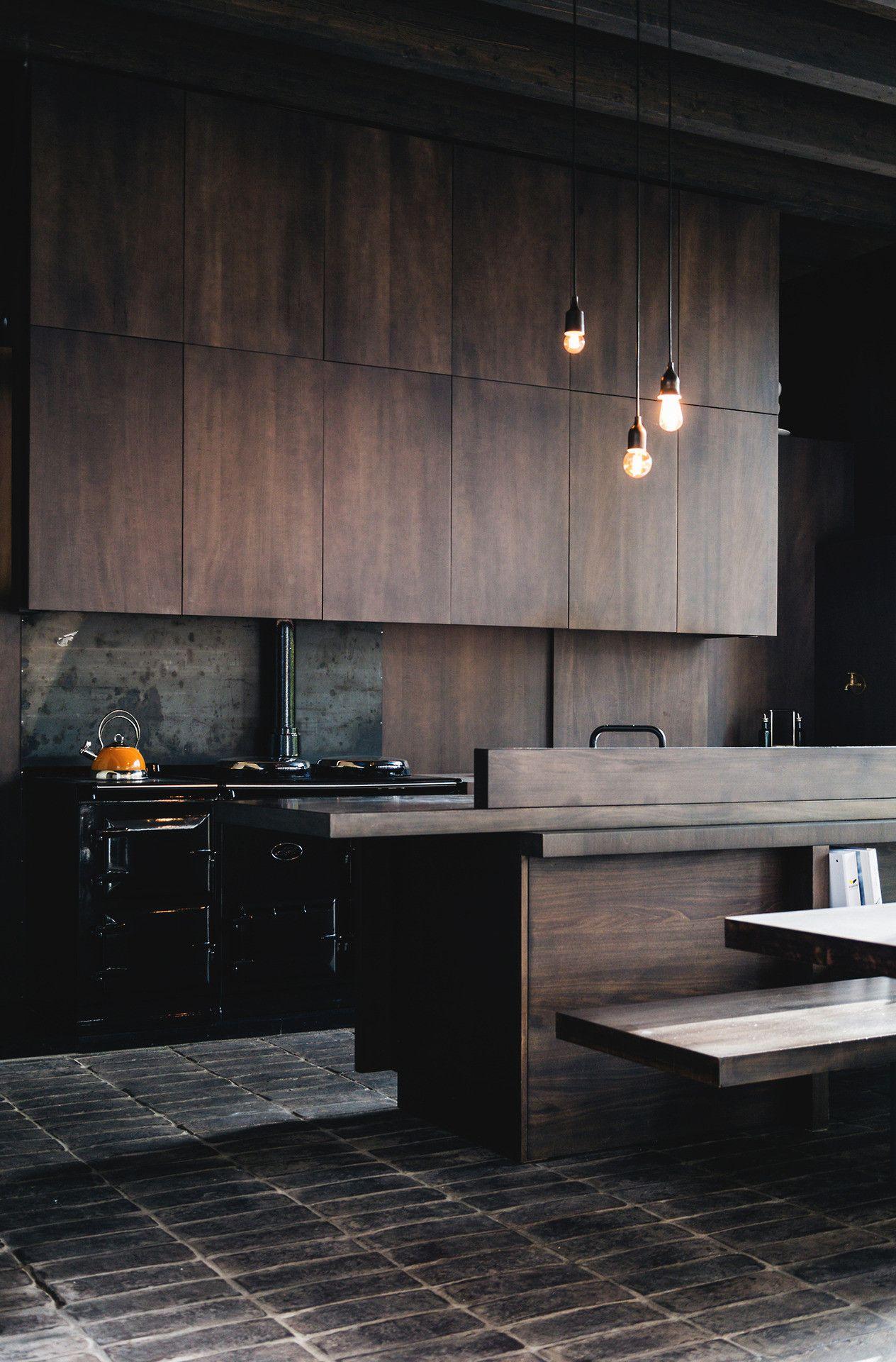 Интерьер белой кухни с деревянной столешницей: 60 вдохновляющих фото и идей