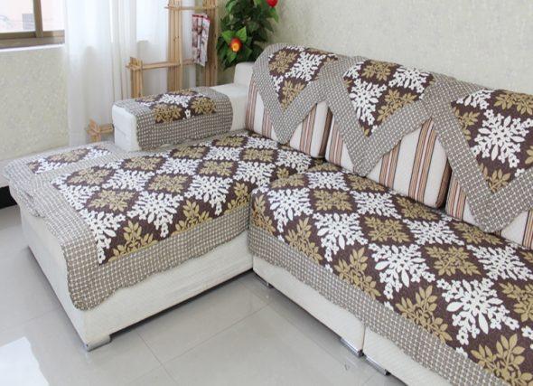 Чехол на угловой диван (77 фото): еврочехол и универсальный на резинке, натяжной и для дивана с полкой,  делаем своими руками