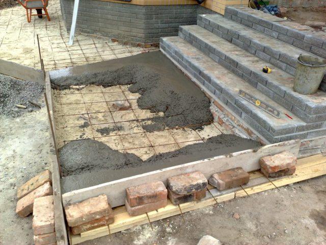 Заливка бетона в опалубку: подробная пошаговая инструкция