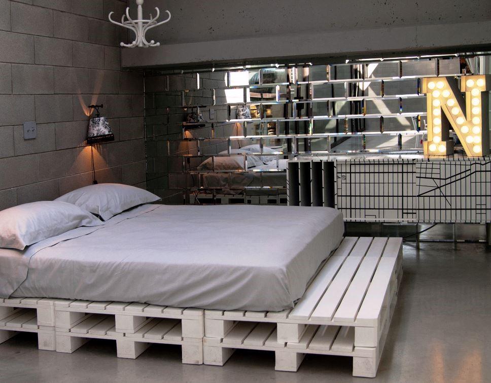 Кровать из поддонов (52 фото): как сделать кровать из паллетов своими руками, мастер-класс пошагово