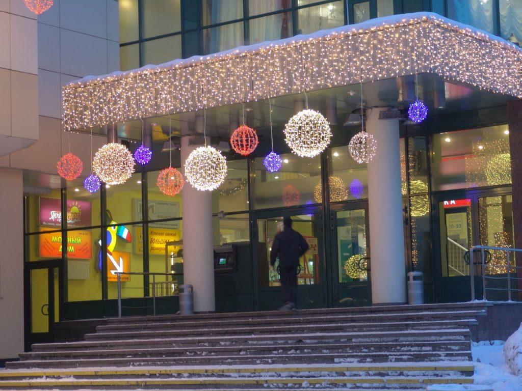 Новогоднее оформление фасада зданий – как выделиться из толпы?