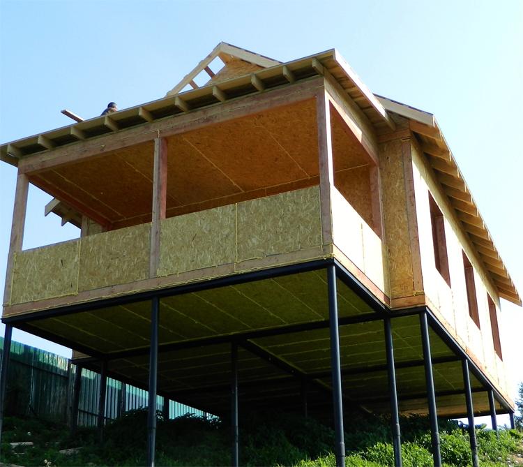 Деревянный дом на сваях: 100 фото, особенности, плюсы и минусы