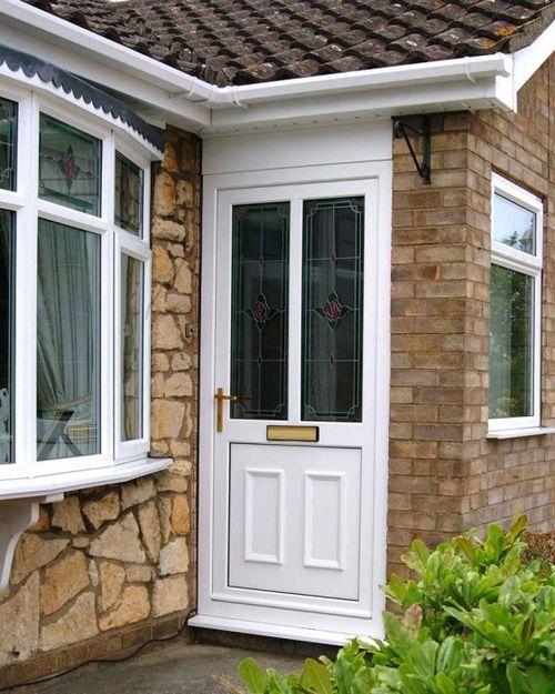 Преимущества установки входной двери из пвх в частный дом